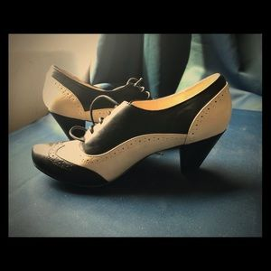 Retro heeled oxfords cream and black like new